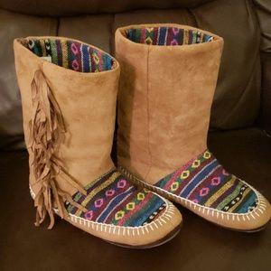 Muk Luks fringed slipper boots (NWOT)